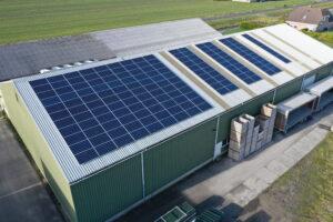 paneles solares en techo empresa